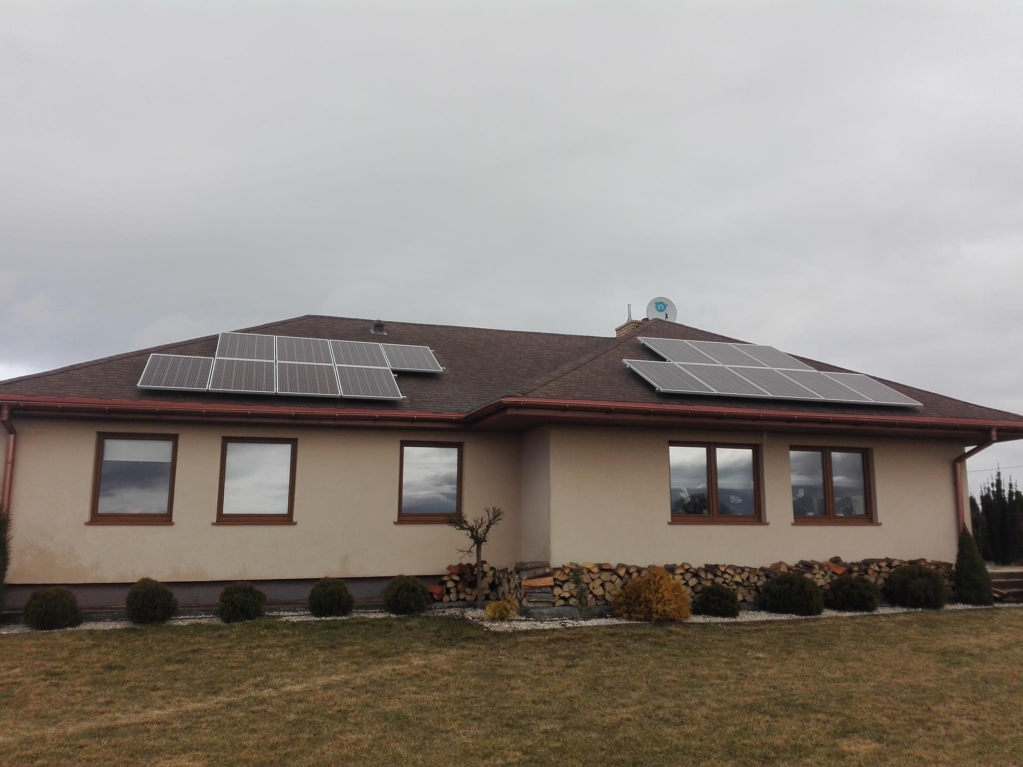 Instalacja fotowoltaiczna na zamontowana na dachu domu jednorodzinnego przez APP Energy